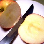 Picture: Lemon juice Prevents Cut Apples from Turning Brown