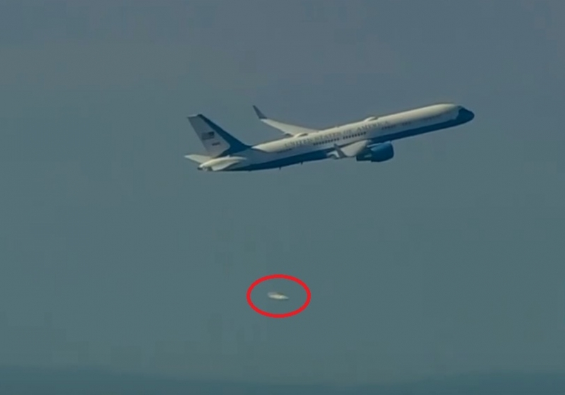Picture Suggesting UFOs Seen Near Donald Trump's Plane Before Inauguration